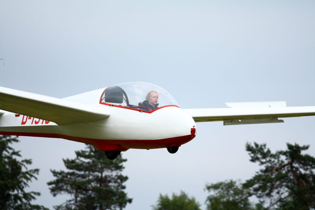 Tabea kurz vor ihrer ersten Landung ohne Fluglehrer